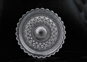 frosted plate with scalloped edge